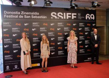 """Tea Lindeburg, Flora Ofelia Hofman y Lise Orheim Stender presentando '""""As in heaven'. Fotos: Santiago Farizano"""