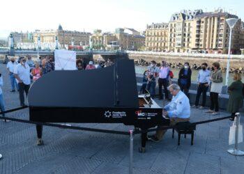 'Tu ciudad se llena de pianos'. Foto: Santiago Farizano.