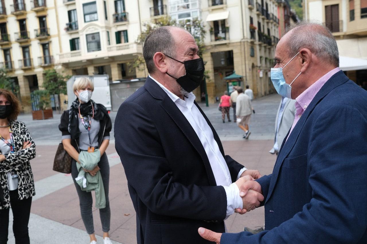 2021 0924 12011400 copy 1280x853 - ASICI regala un jamón ibérico a Karra Elejalde en el Festival de San Sebastián