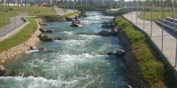 Canal de aguas bravas de Zaragoza, una instalación similar. Foto: zaragozadeporte.com.