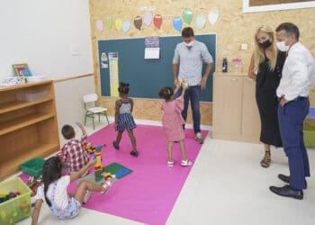El consejero Bildarratz inaugurando hoy el curso escolar en un centro de Vitoria. Foto: Gobierno vasco