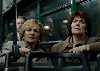 Ane Gabarain, a la derecha, en 'Patria', junto a Elena Irureta.