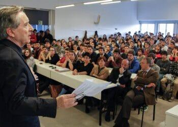 Archivo. Iñaki Gabilondo en una charla en Tecnun. Foto: Universidad de Navarra (vía Facebook)