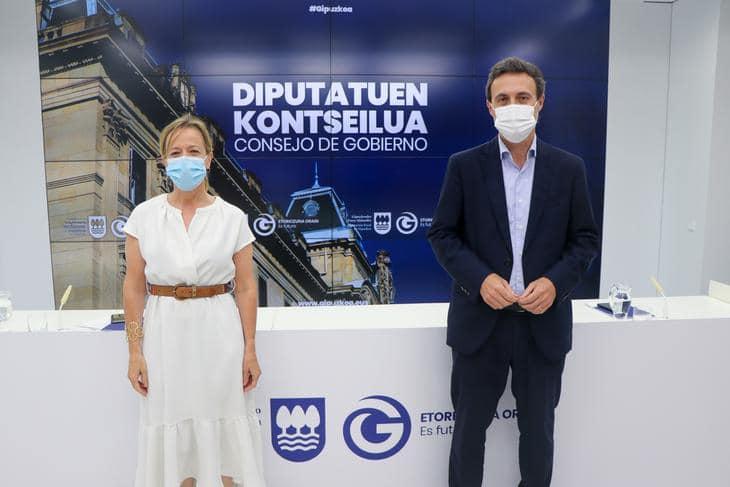 Los diputados Eider Mendoza y Jabier Larrañaga. Foto: Diputación