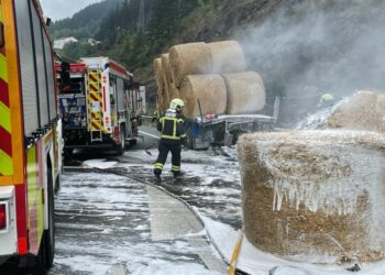 Imagen del accidente en la AP-1 (Soraluze). Foto vía twitter: Gipuzkoako Suhiltzaileak