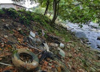 Vertidos de residuos en el río Urola en Zestoa. Foto: Eguzki.