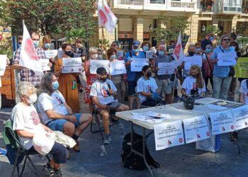 Concentración de Inquilinos de Azora este sábado en Ijentea. Foto: Stop Desahucios