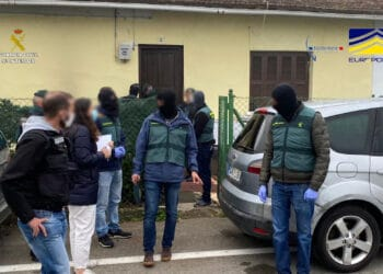 Detenciones de la Guardia Civil en Euskadi y Navarra por tráfico de personas en la frontera. Fotos: Guardia Civil