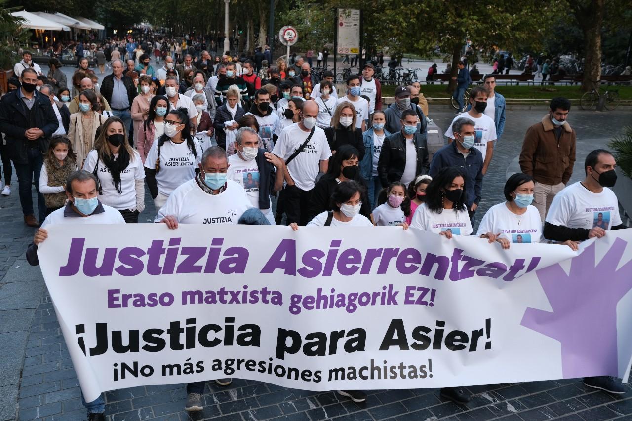 """2021 1011 18393000 copy 1280x853 - Reclaman """"justicia"""" para Asier Niebla en el tercer aniversario de su muerte"""