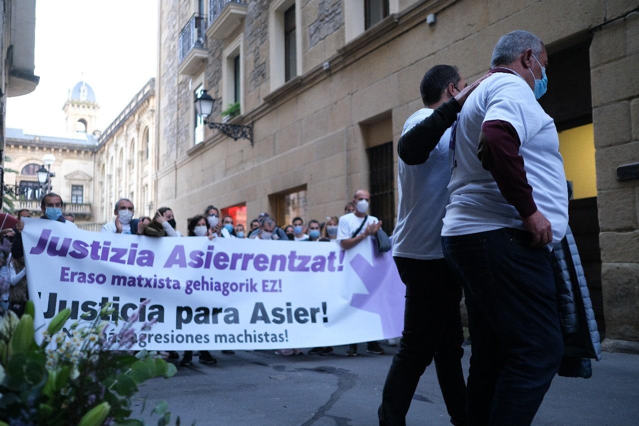"""2021 1011 18424000 copy 1280x853 - Reclaman """"justicia"""" para Asier Niebla en el tercer aniversario de su muerte"""