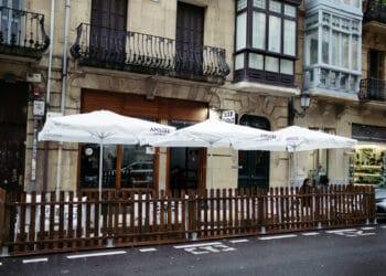 Terrazas hosteleras en Donostia instaladas por la crisis de la covid. Foto: Santiago Farizano