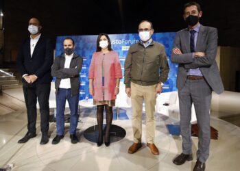 De izquierda a derecha: Felix Arrieta, Martín Iriberri, Beatriz Artolazabal, Jaime Tapia y Xabier Riezu, hoy en el Loiola Centrum del campus de San Sebastián de la Universidad de Deusto. Foto: Sara Santos