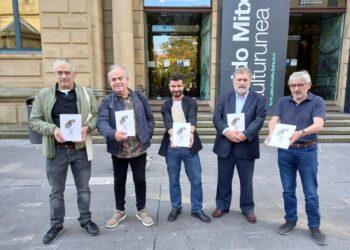 Presentación de la revista Grand Place con su monográfico sobre el fin de ETA. Foto: A.E.