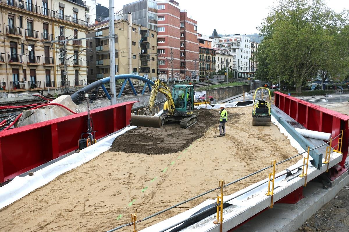 Iztueta JC - Iztueta: El nuevo puente ferroviario se instalará durante el puente del Pilar