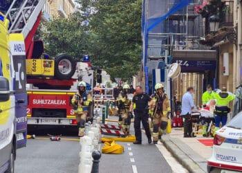 Momento del rescate de hoy en la calle Camino de Donostia. Fotos y vídeo: Alberto Rincón